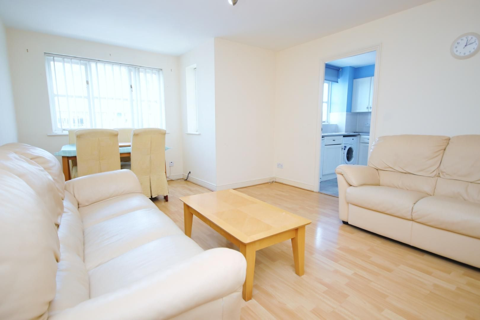 2 bed flat to rent in Wheat Sheaf Close  - Property Image 3