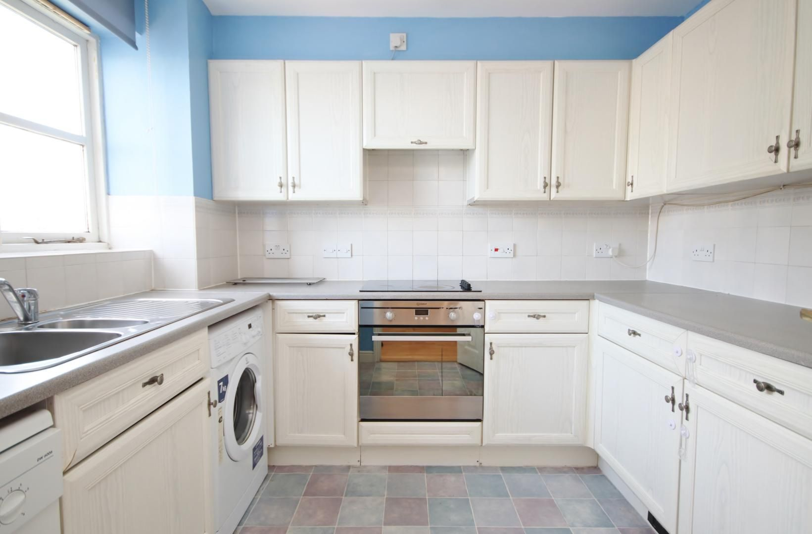2 bed flat to rent in Wheat Sheaf Close  - Property Image 4