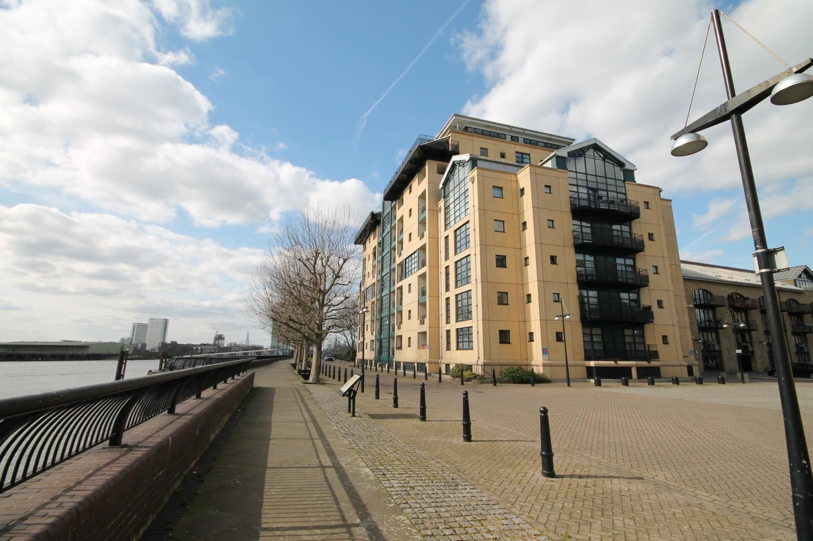 1 bed flat for sale in Burrells Wharf Square - Property Image 1