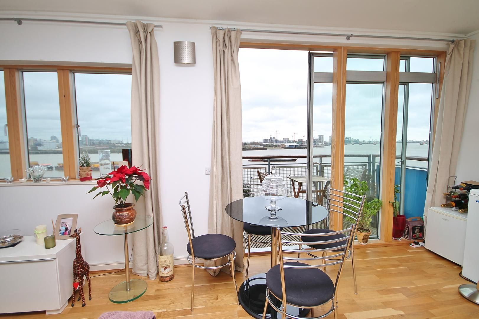 2 bed flat for sale in John Harrison Way  - Property Image 9