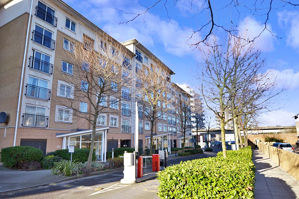 2 bed flat for sale in Newport Avenue, E14