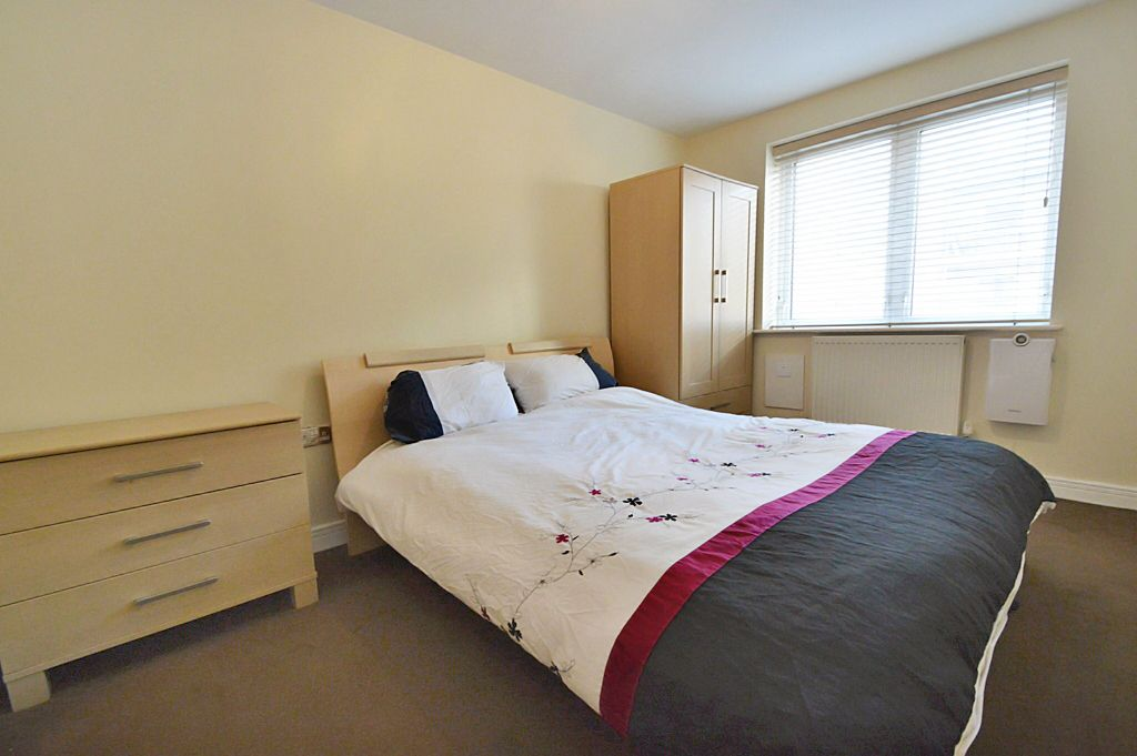 2 bed flat for sale in Newport Avenue  - Property Image 2