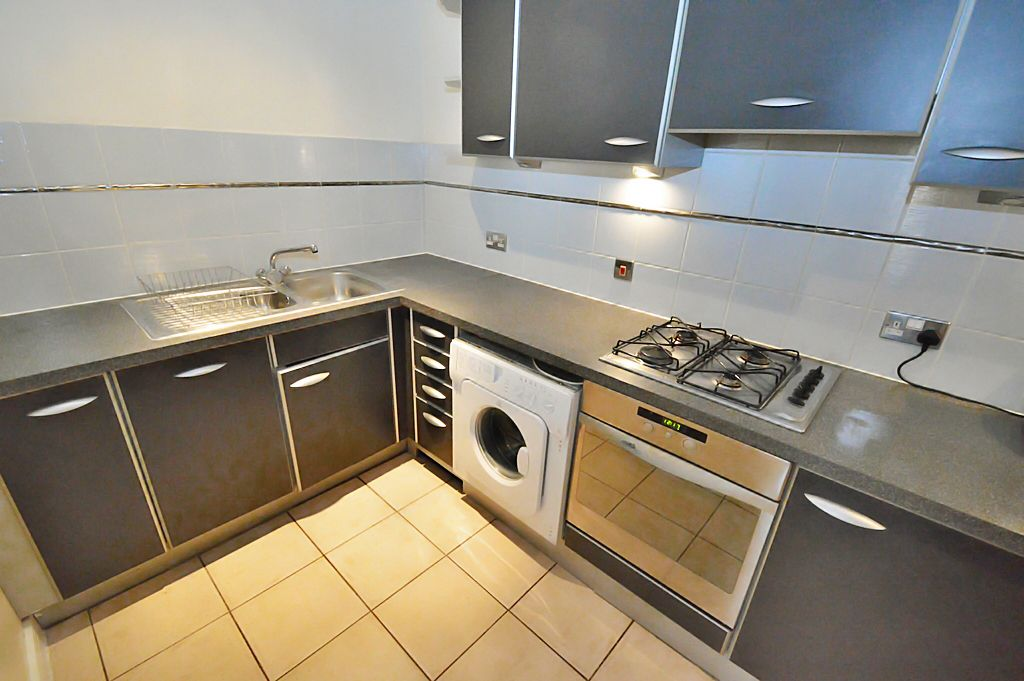 2 bed flat for sale in Newport Avenue  - Property Image 3