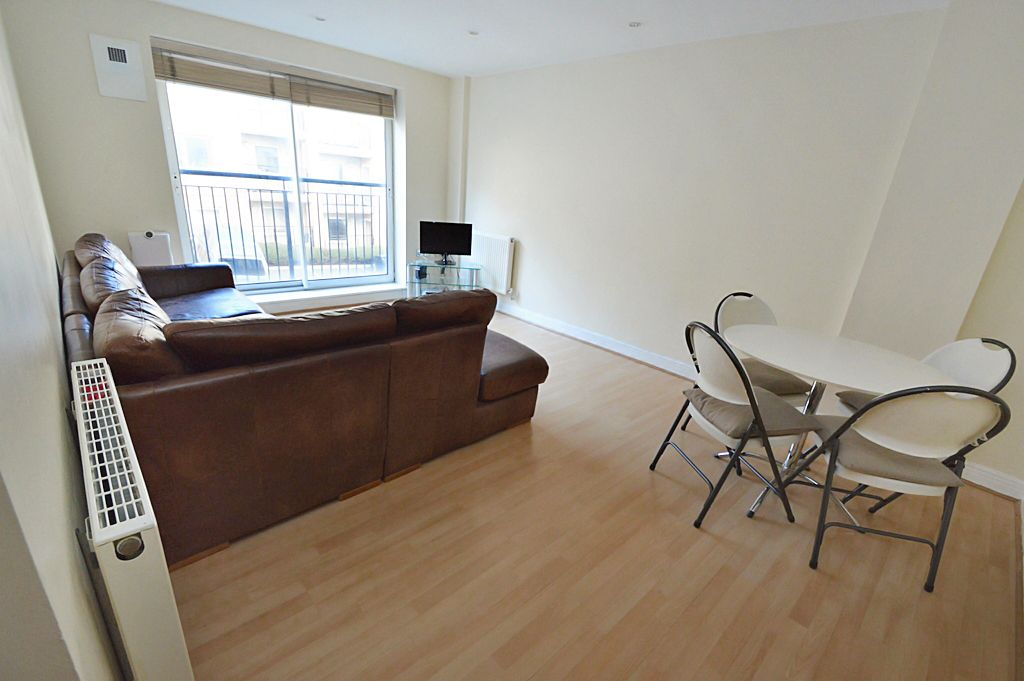 2 bed flat for sale in Newport Avenue  - Property Image 8