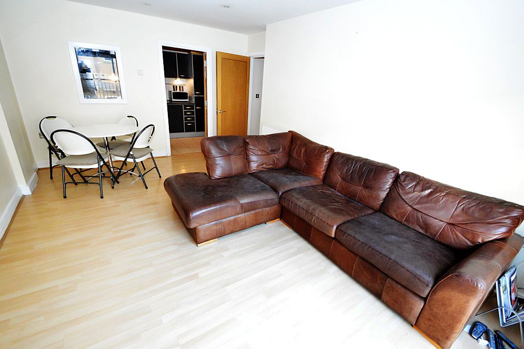 2 bed flat for sale in Newport Avenue  - Property Image 9