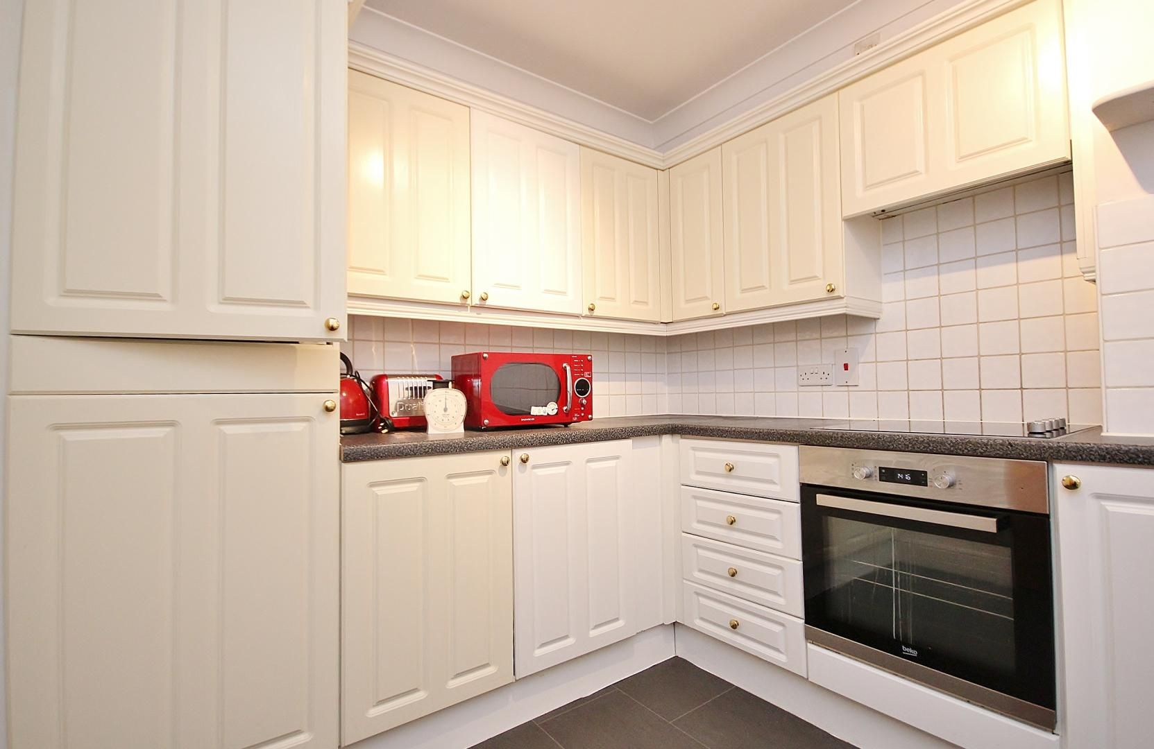 2 bed flat to rent in Plate House  - Property Image 12