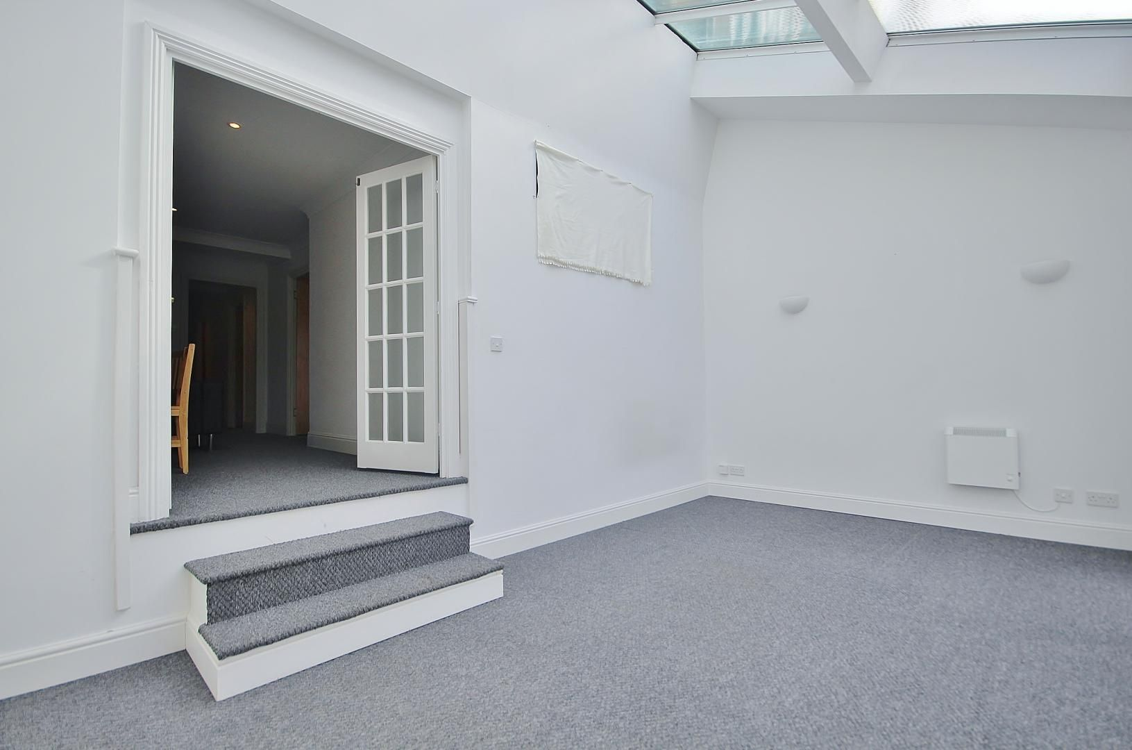 2 bed flat to rent in Plate House  - Property Image 3