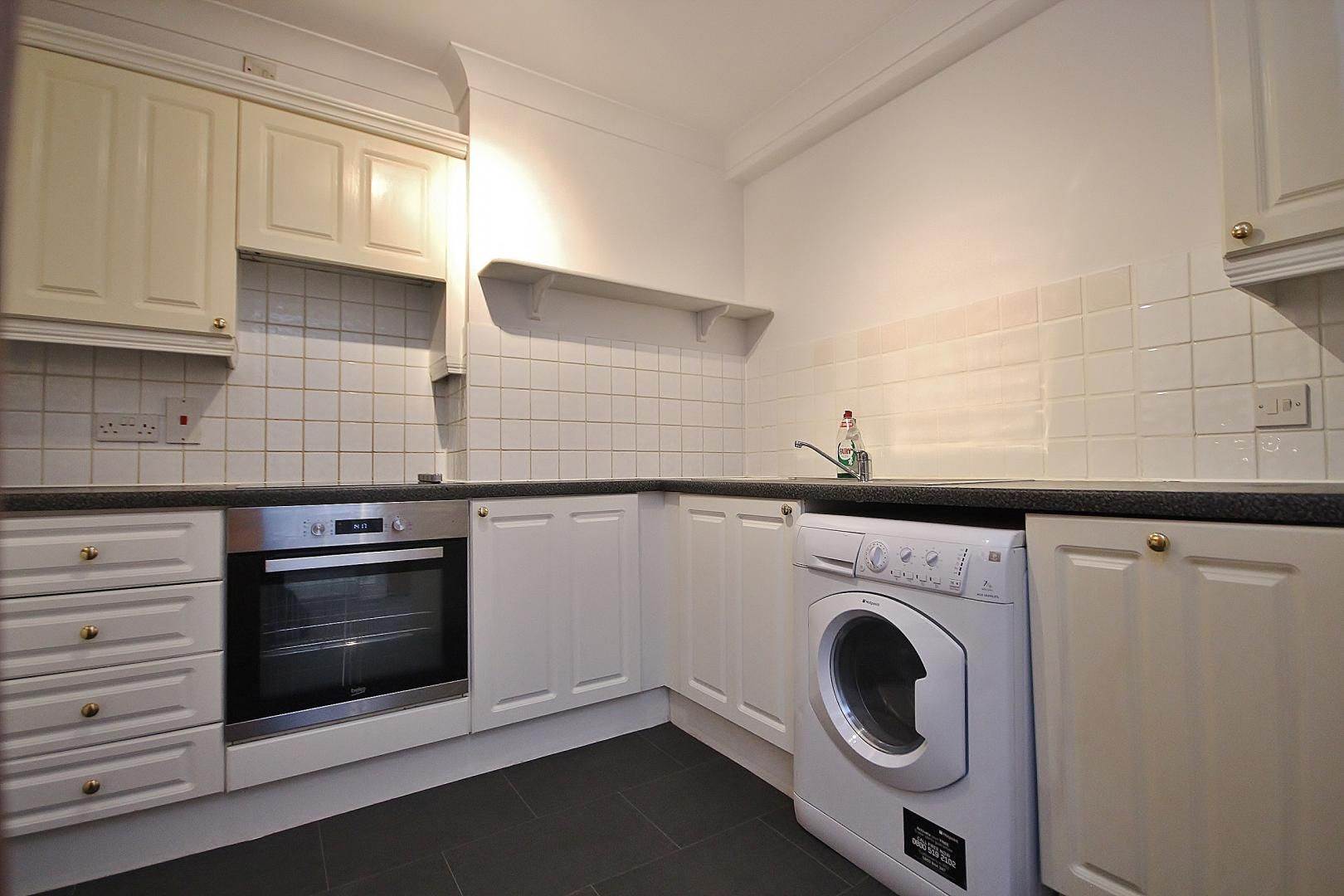 2 bed flat to rent in Plate House  - Property Image 8