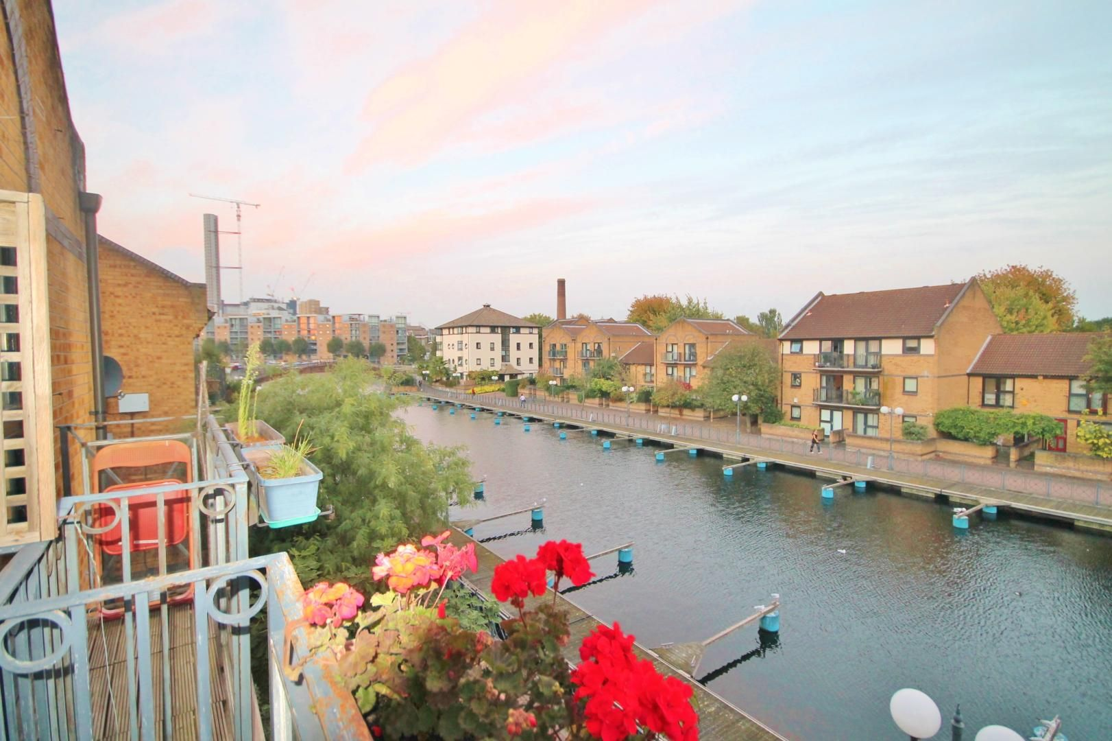 1 bed flat to rent in Whiteadder Way, E14