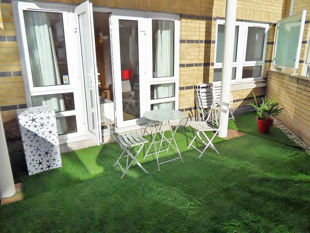 1 bed flat to rent in St. Davids Square, E14