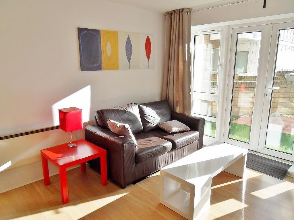 1 bed flat to rent in St. Davids Square  - Property Image 12
