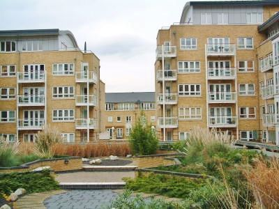 1 bed flat to rent in St. Davids Square  - Property Image 3