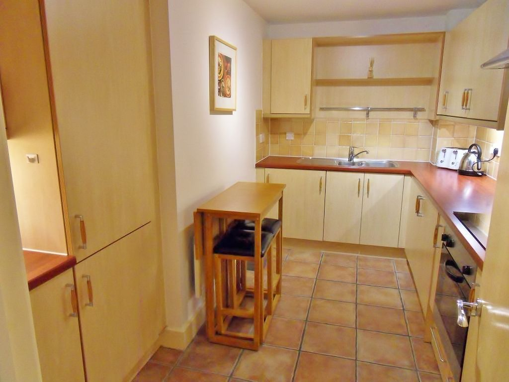 1 bed flat to rent in St. Davids Square  - Property Image 4