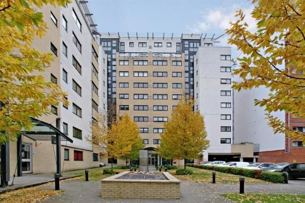 1 bed flat to rent in Westferry Road, E14