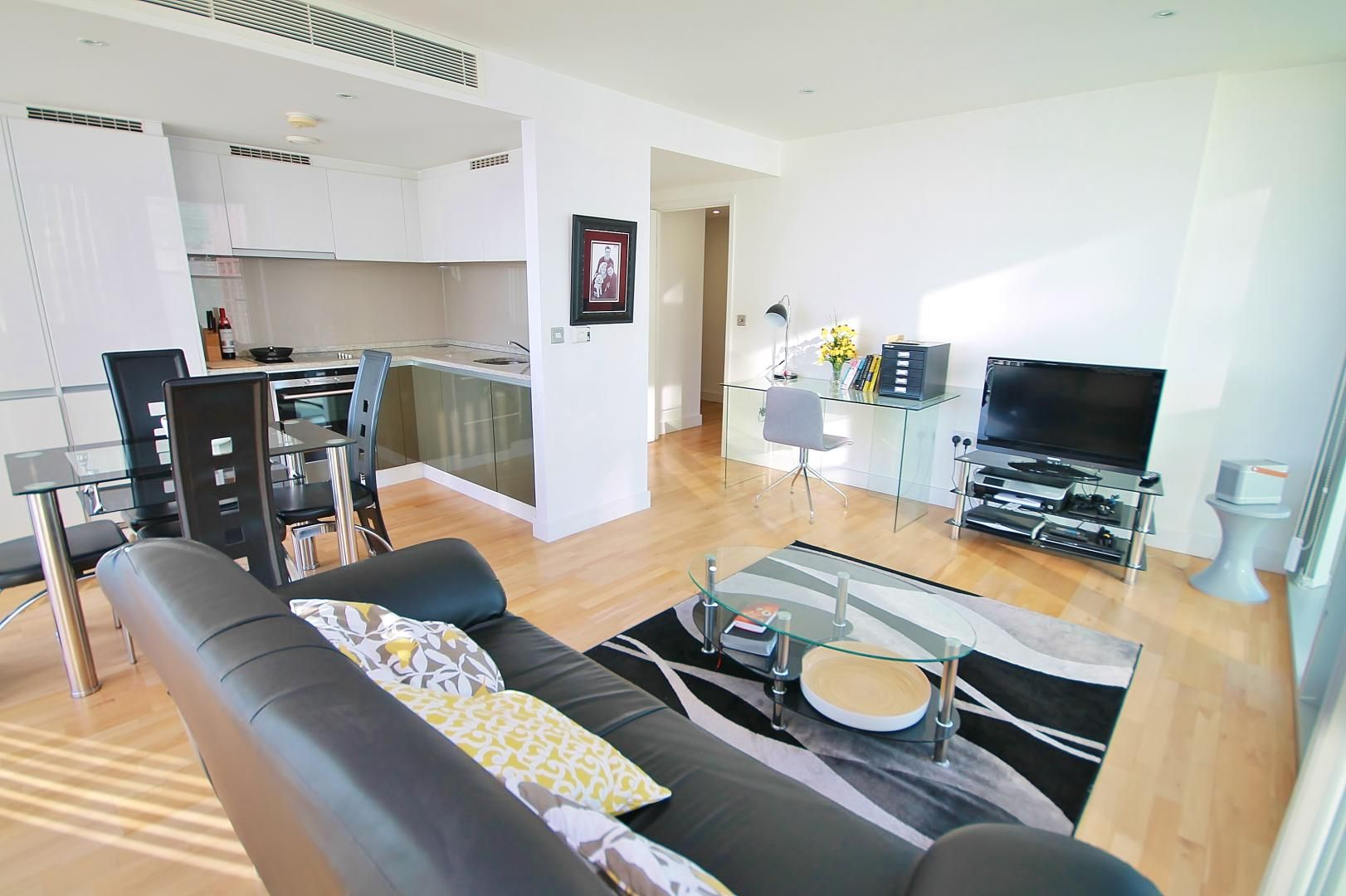 2 bed  to rent in Marsh Wall  - Property Image 2