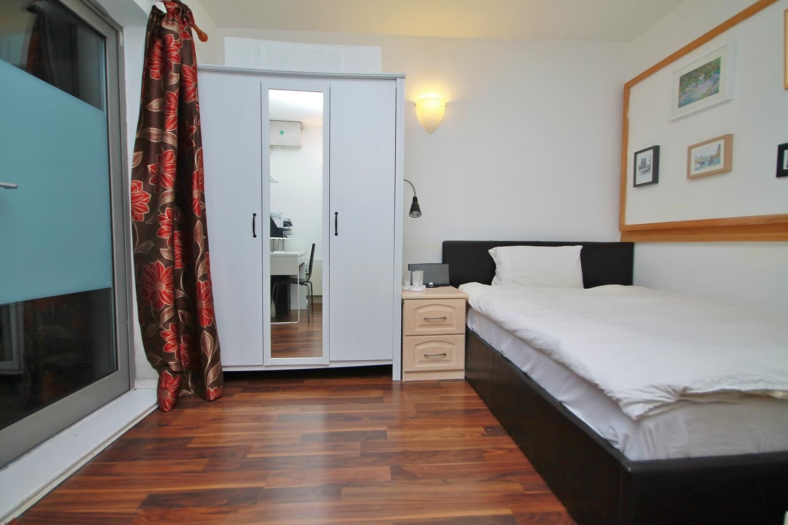 2 bed flat to rent in Hutchings Street  - Property Image 2