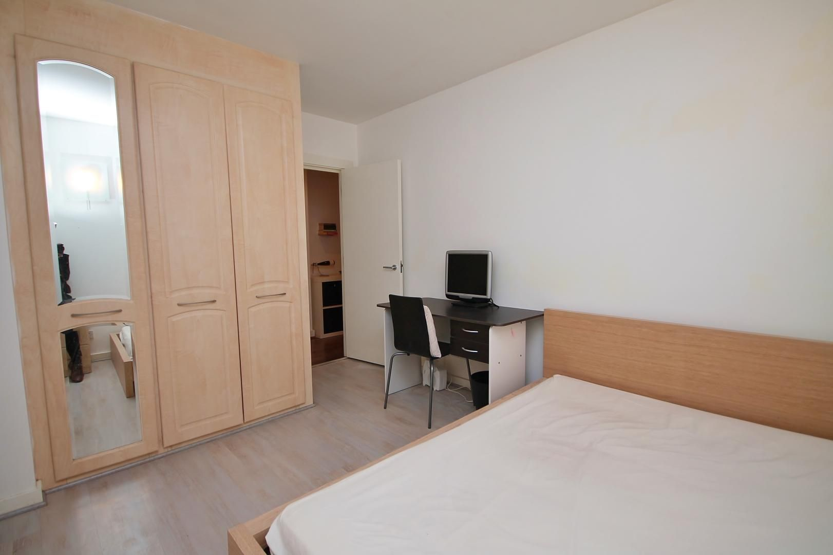 2 bed flat to rent in Hutchings Street  - Property Image 5