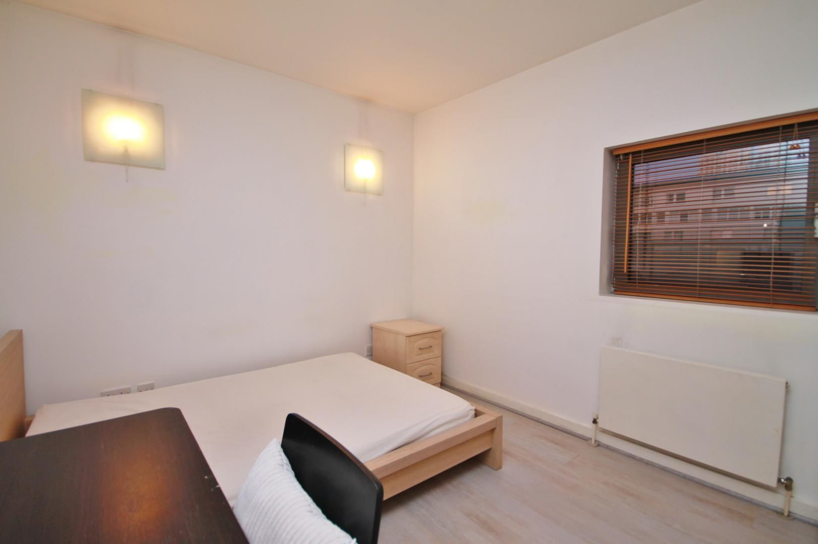 2 bed flat to rent in Hutchings Street  - Property Image 6