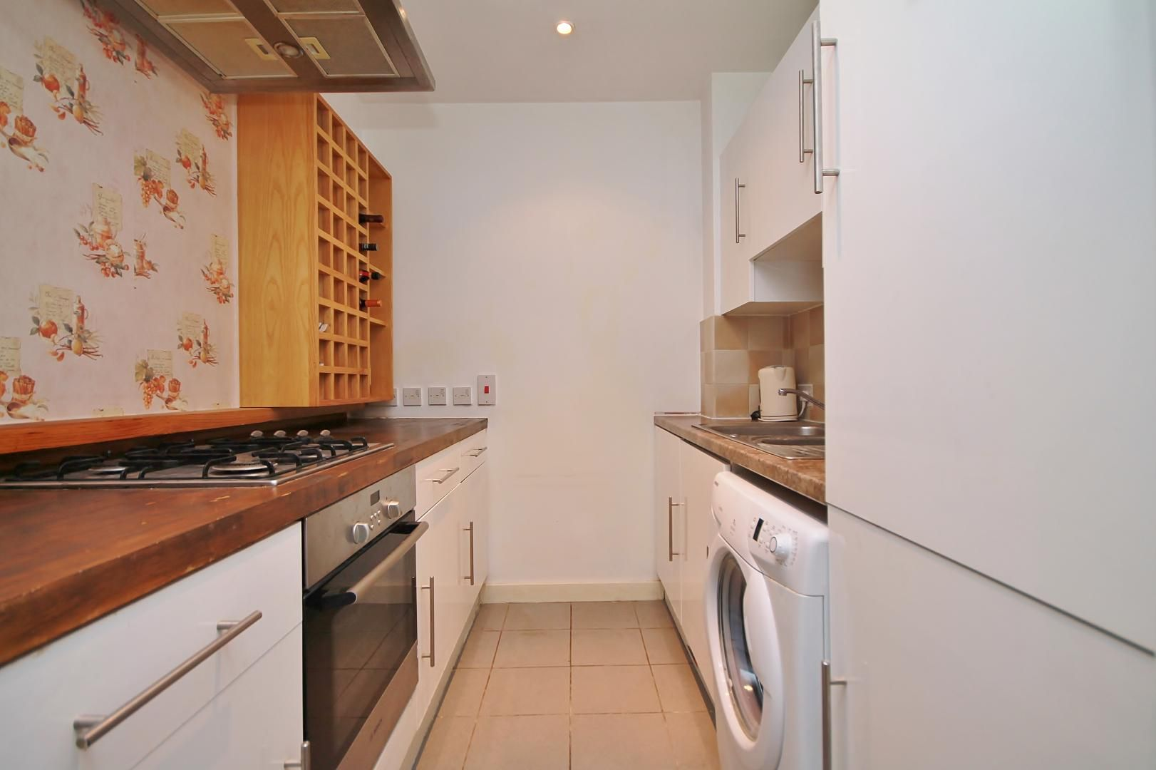 2 bed flat to rent in Hutchings Street  - Property Image 7