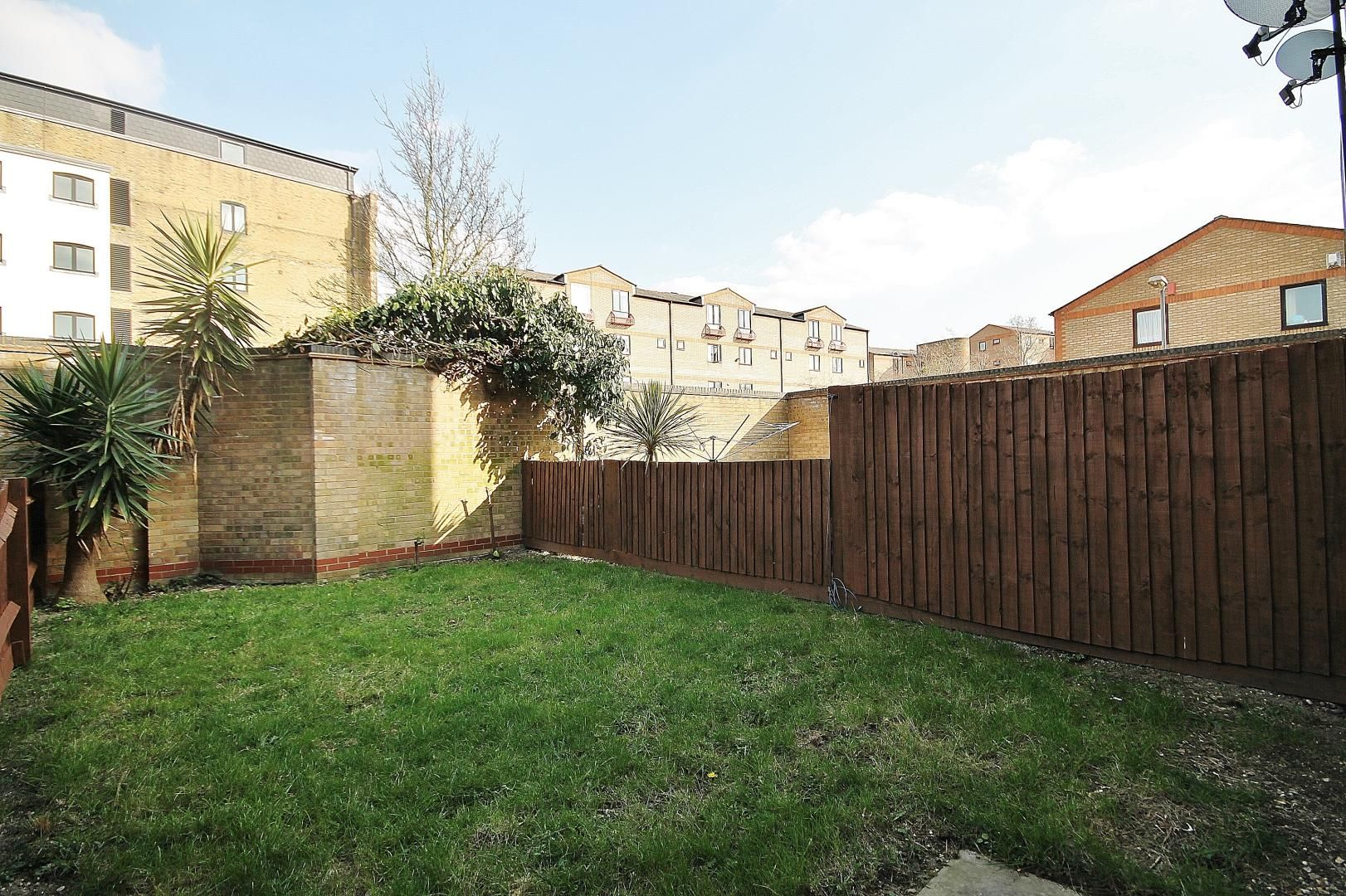3 bed house to rent in Observatory Mews, E14