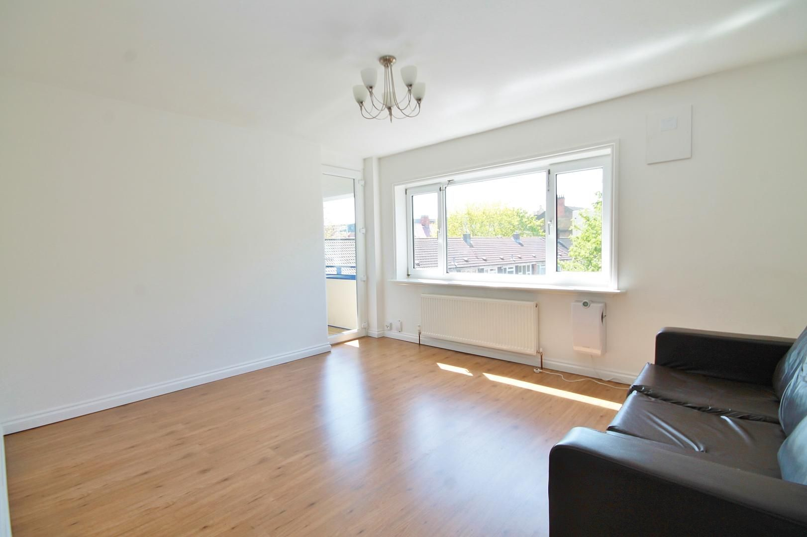 3 bed flat to rent in Storey Street  - Property Image 2