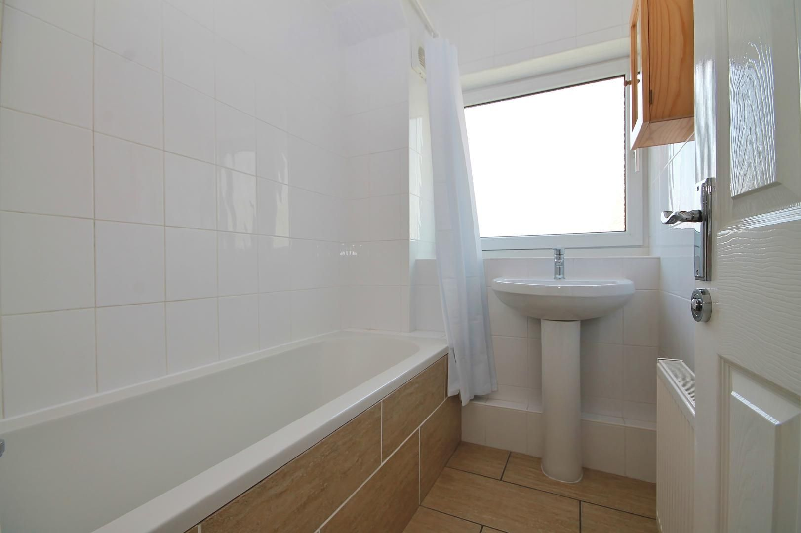 3 bed flat to rent in Storey Street  - Property Image 11
