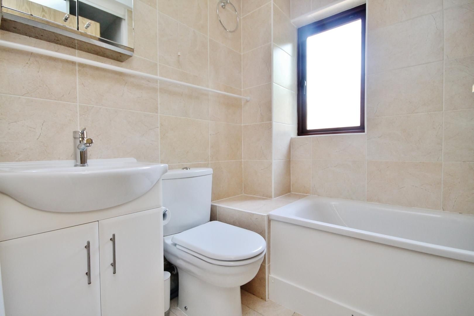 1 bed flat to rent in Transom Square  - Property Image 3
