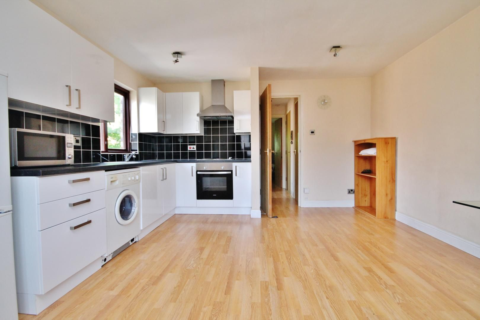 1 bed flat to rent in Transom Square  - Property Image 5