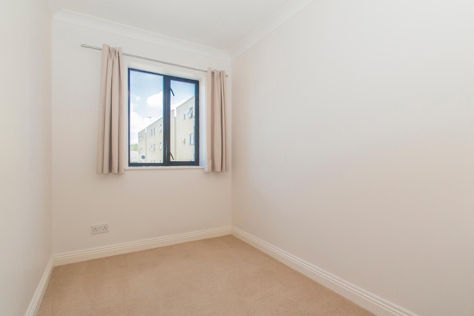 2 bed flat for sale in Burrells Wharf Square  - Property Image 3
