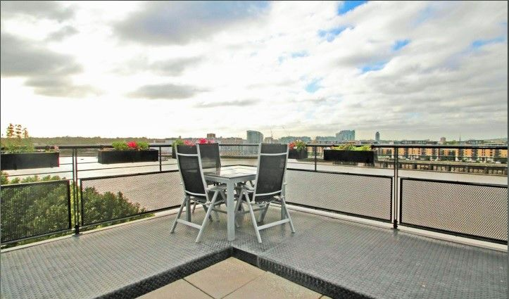 2 bed flat to rent in Burrells Wharf Square, E14
