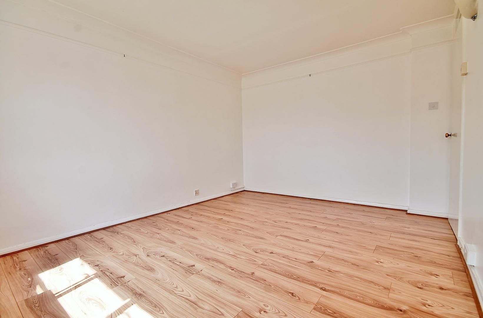 1 bed flat to rent in Burton Bank, N1