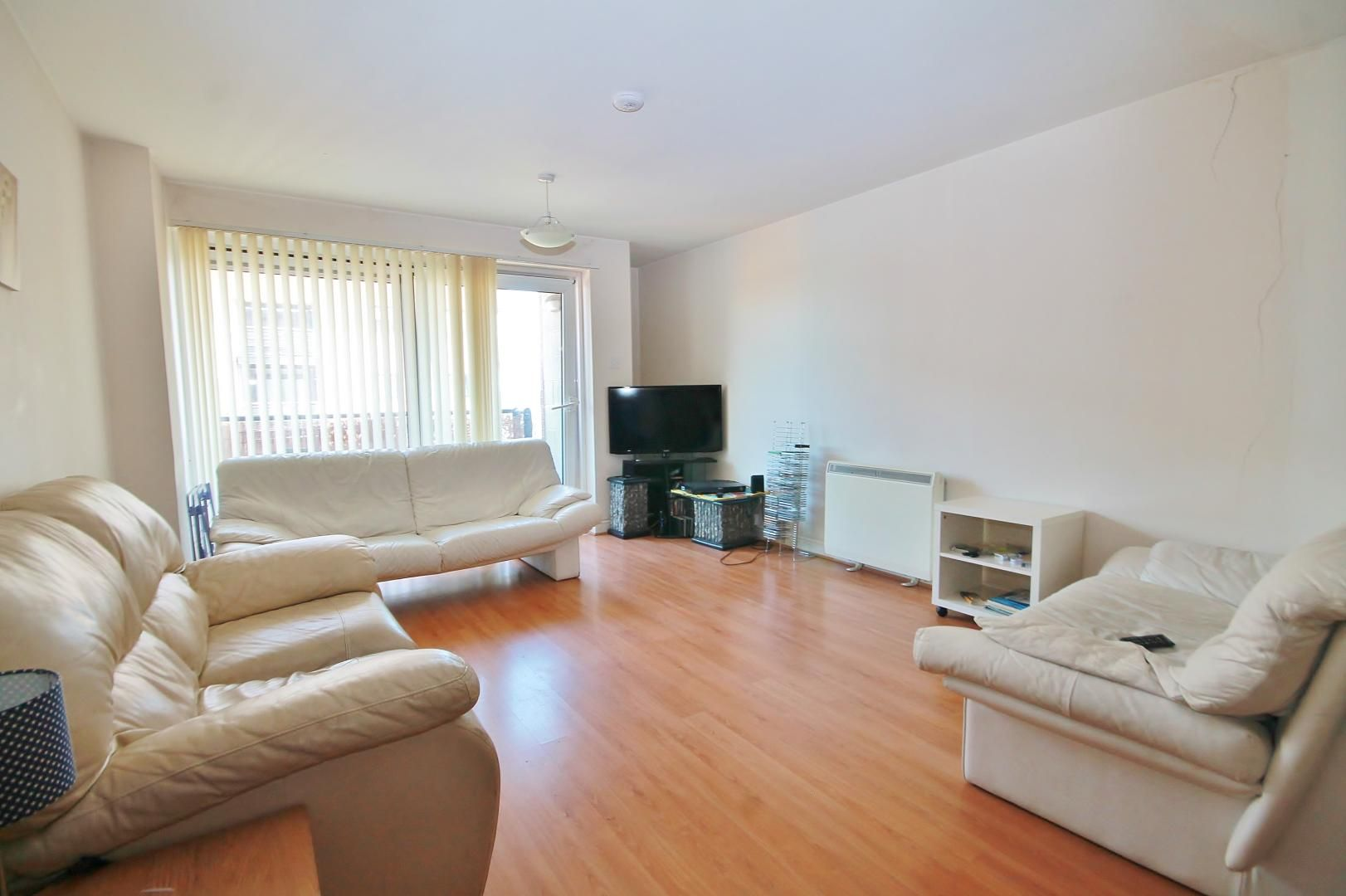 2 bed flat to rent in Lowestoft Mews  - Property Image 3
