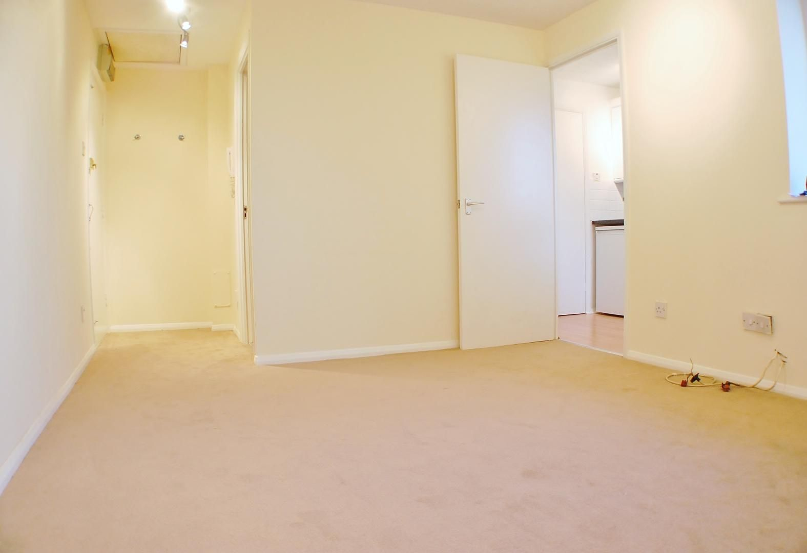 to rent in Telegraph Place  - Property Image 4