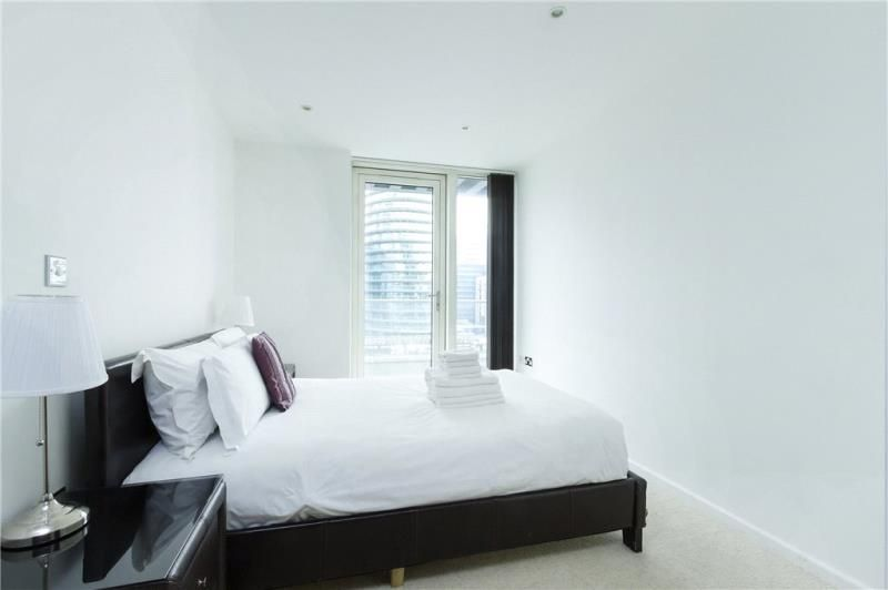 2 bed flat to rent in Millharbour  - Property Image 8