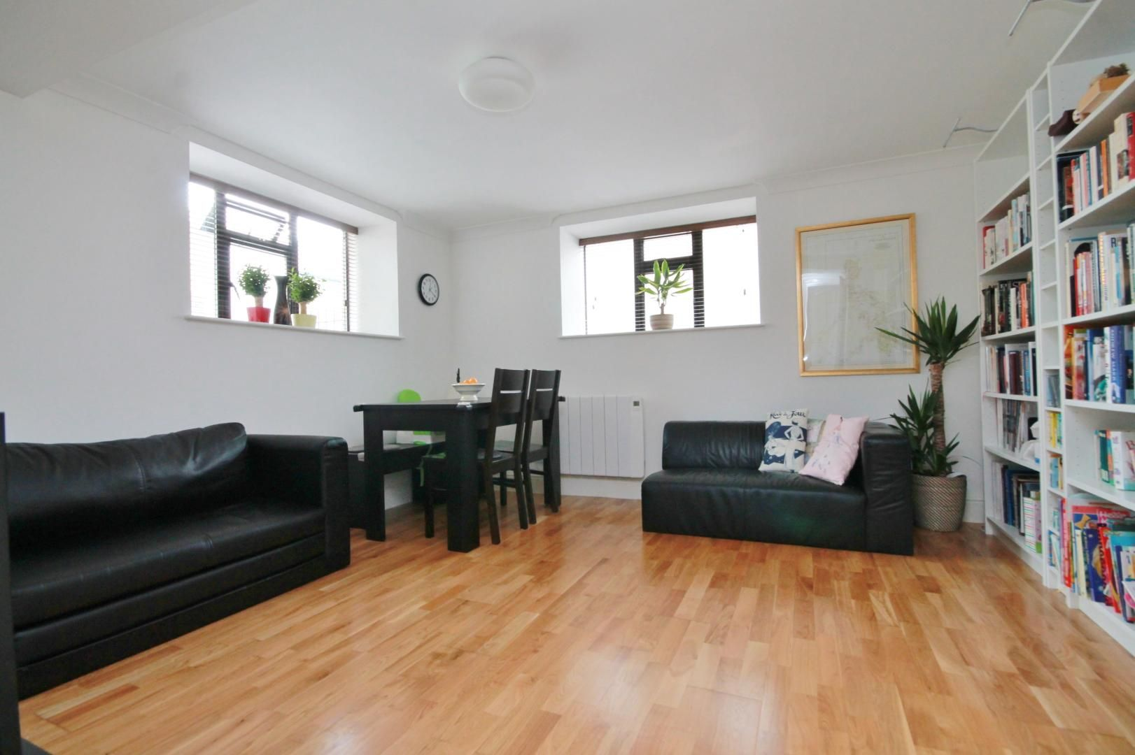 2 bed flat to rent in Riverway House,, E14