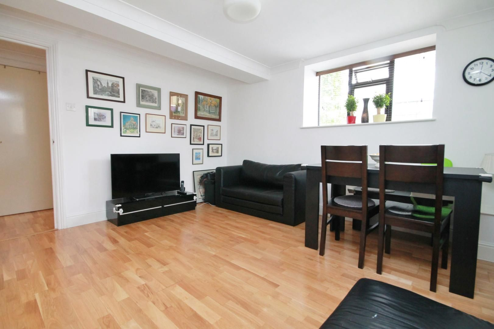 2 bed flat to rent in Riverway House,  - Property Image 2
