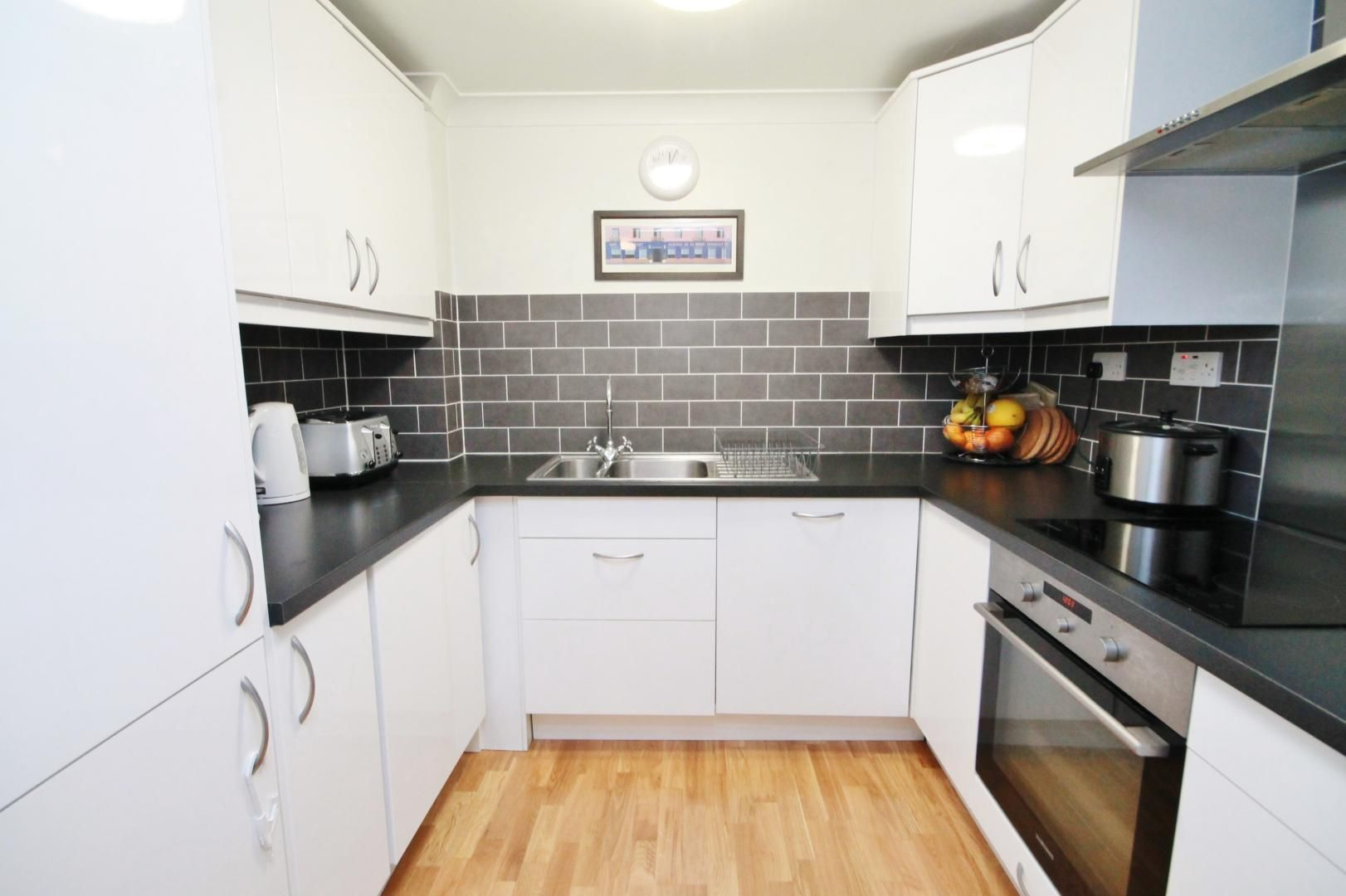 2 bed flat to rent in Riverway House,  - Property Image 3