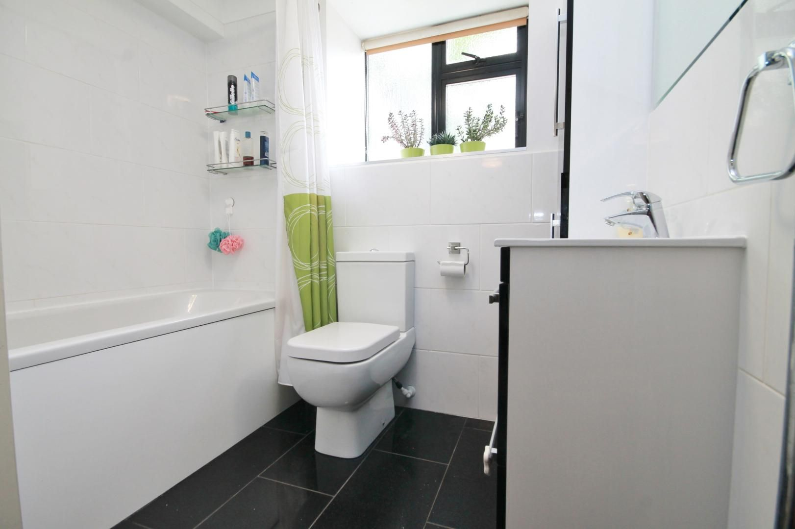 2 bed flat to rent in Riverway House,  - Property Image 6