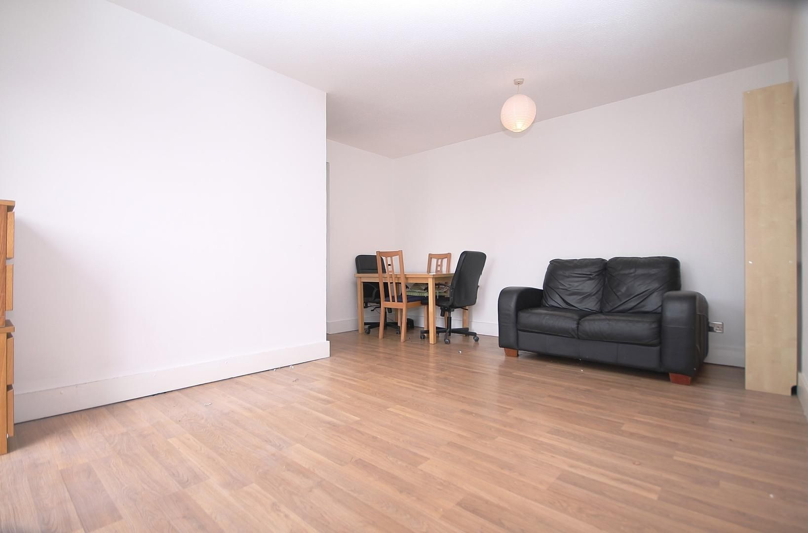 1 bed flat to rent in Amsterdam Road, E14