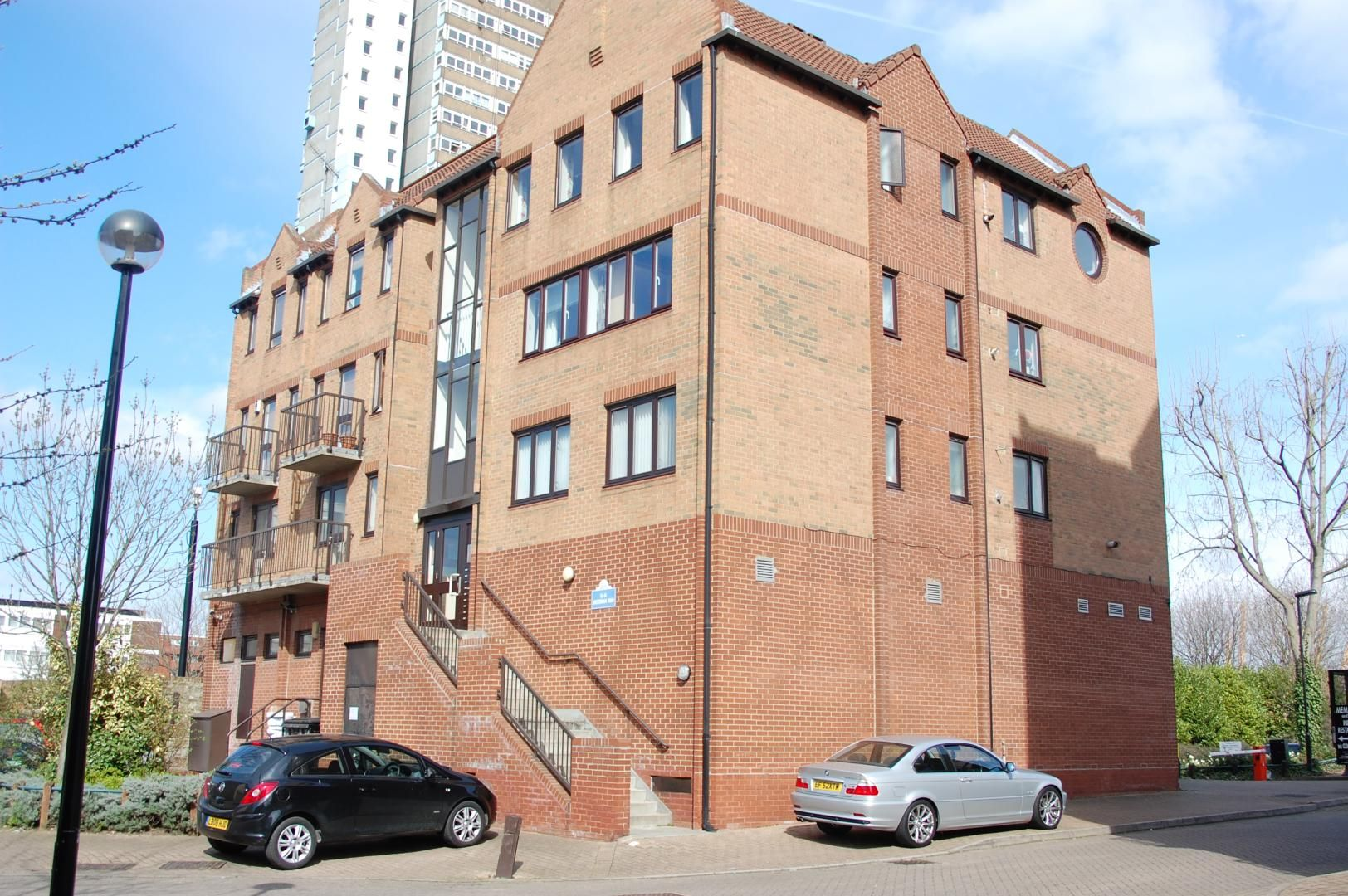 1 bed flat to rent in Amsterdam Road  - Property Image 2