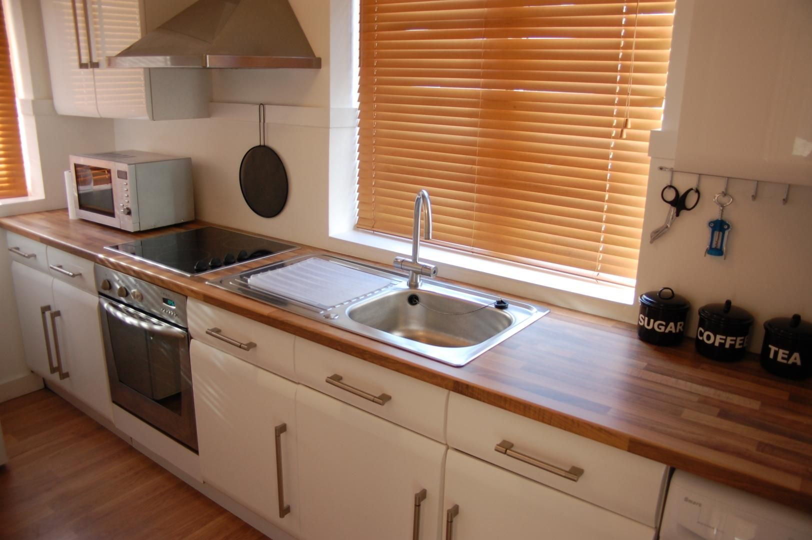 1 bed flat to rent in Amsterdam Road  - Property Image 3