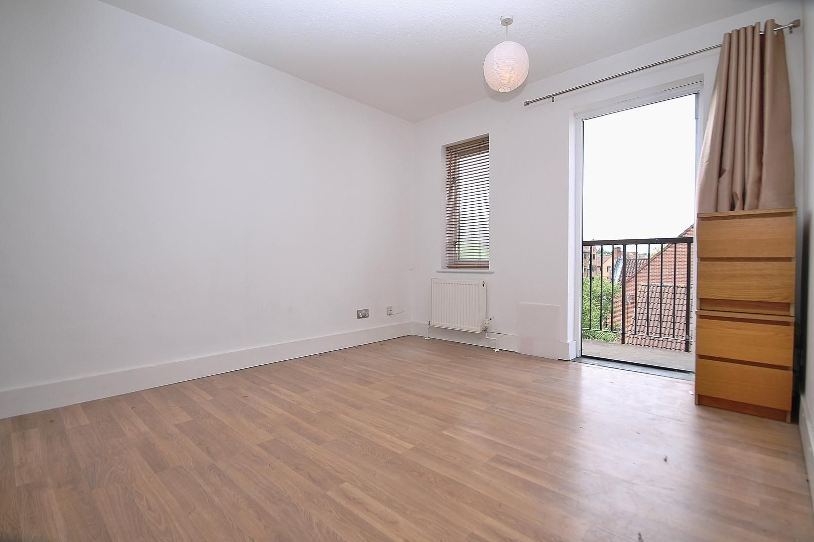 1 bed flat to rent in Amsterdam Road  - Property Image 4