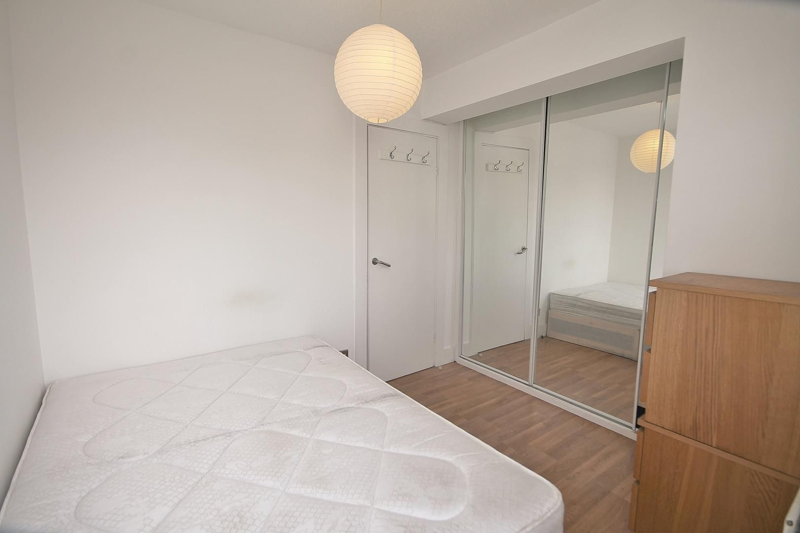 1 bed flat to rent in Amsterdam Road  - Property Image 5