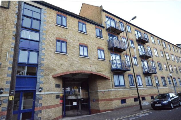 2 bed flat to rent in 121 East Ferry Road - Property Image 1