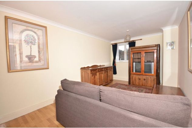 2 bed flat to rent in 121 East Ferry Road  - Property Image 2