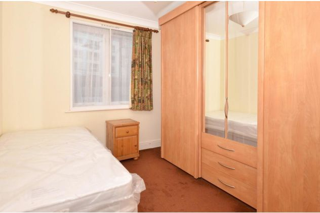 2 bed flat to rent in 121 East Ferry Road  - Property Image 5
