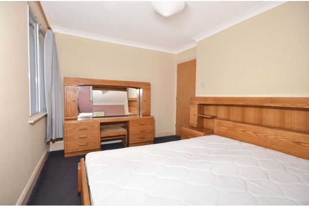 2 bed flat to rent in 121 East Ferry Road  - Property Image 6