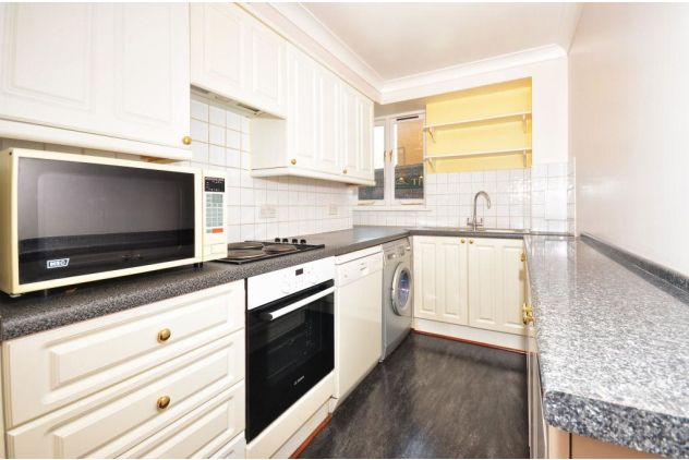 2 bed flat to rent in 121 East Ferry Road  - Property Image 7