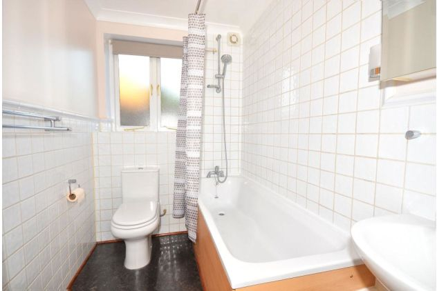 2 bed flat to rent in 121 East Ferry Road  - Property Image 8