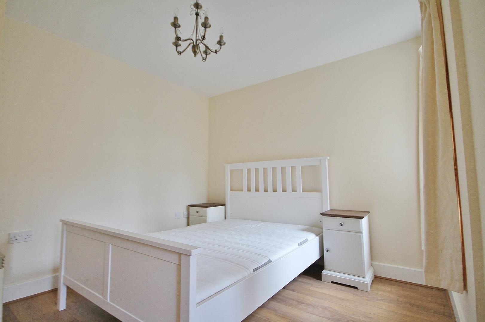 2 bed flat to rent in St Davids Square  - Property Image 3